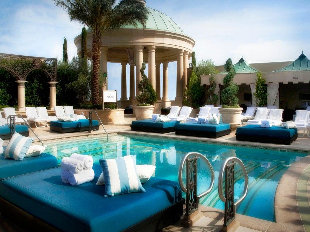 Palazzo resort hotel las vegas for Luxury pools