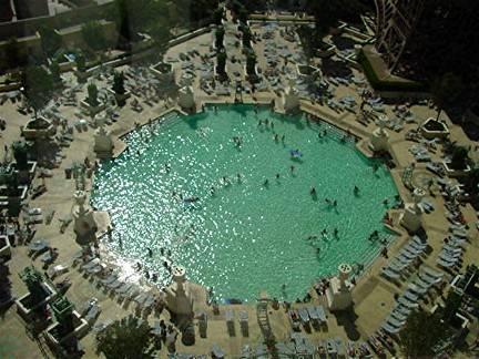Paris las vegas hotel for Outdoor swimming pool paris