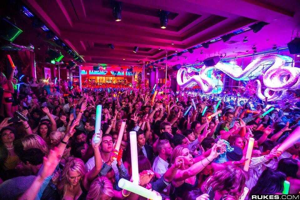 Vegas 1 Nightclub Crawl And Party Bus Experience